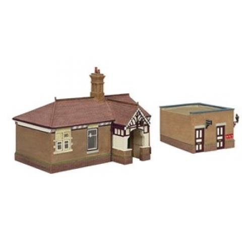 44-090C Scenecraft Bluebell Waiting Room and Toilet Crimson & Cr
